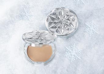 KOSE - 「雪肌精CC絲絨雪粉餅」一觸即化,新型態CC雪粉底粧,誕生