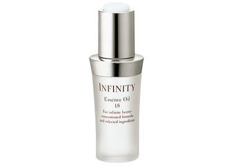 添加嚴選18種的自然植物油, 用完美比例精淬於一瓶。 高純度美肌精華油。