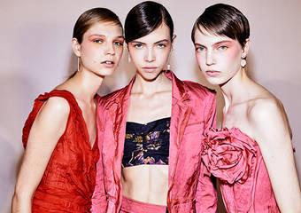 媚比琳紐約時裝周 引領2020春夏最新彩妝風潮 再度攜手屈臣氏祭好禮 讓整個世界都是你的時尚伸展台 超人氣FIT ME粉底液輕巧版 屈臣氏獨家搶先上市