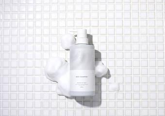 讓全身沈浸在一段徹底放鬆、舒適悠閒的時間 打造出奢侈又能放鬆享受的新髮絲・身體護理系列誕生。『舒膚時光沐浴乳』、『舒膚時光洗髮乳』、『舒膚時光潤髮乳』2020年5月1日 新發售