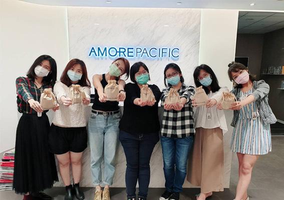 您的美麗 讓愛茉莉太平洋台灣來守護 感謝醫護人員辛勞 暖心捐贈美麗守護包 攜手正能量共抗疫情!
