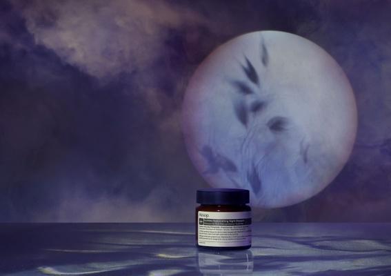 歷經四年精心研發「夜間深層滋養面膜 」富含維他命,自薄暮至破曉的強效保濕