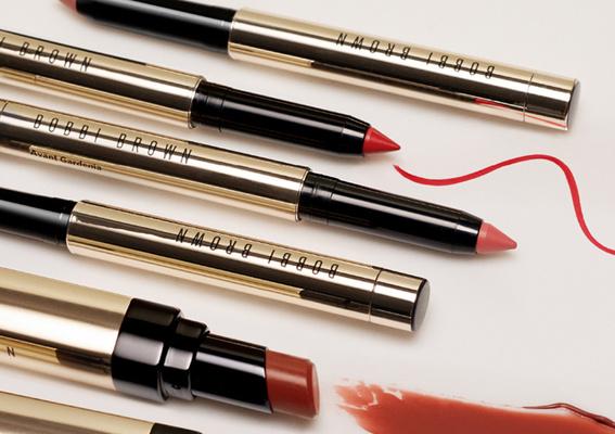 絕美紅棕色唇彩專家 訂製性感絲絨美唇  輪轉於指尖的優雅自信  一筆成形