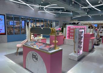 英國凱特王妃最愛髮梳品牌Tangle Angel天使梳  打造「英德混血」時尚美髮品牌形象概念店 插旗東區黃金百貨商圈