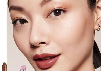 「唇膏」-  彩妝界入口 女性的象徵   歡慶國際唇膏日 人氣色買一送一 !!